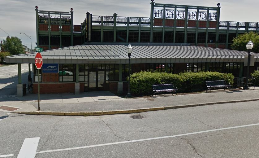 Picture of the Oak Street Bus Station in Lewiston Maine.